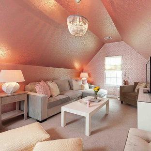 Ejemplo de sala de estar tradicional renovada con paredes rosas