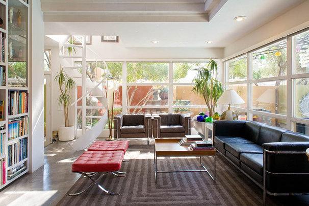 Modern Family Room by KuDa Photography