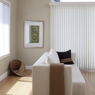 サンフランシスコのコンテンポラリースタイルのおしゃれなファミリールーム (竹フローリング) の写真