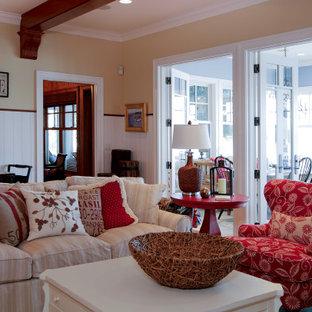 Неиссякаемый источник вдохновения для домашнего уюта: открытая гостиная комната среднего размера в классическом стиле с домашним баром, желтыми стенами, паркетным полом среднего тона, двусторонним камином, фасадом камина из камня, телевизором на стене, потолком из вагонки и панелями на стенах