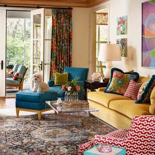 Esempio di un soggiorno classico con pareti beige