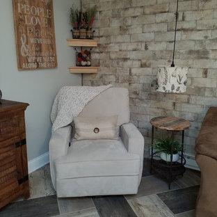 Diseño de sala de estar abierta, de estilo de casa de campo, grande, sin chimenea, con paredes azules, suelo vinílico, televisor colgado en la pared y suelo multicolor