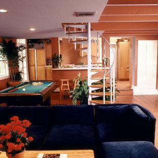 ニューオリンズの中くらいのコンテンポラリースタイルのおしゃれなロフトリビング (ゲームルーム、マルチカラーの壁、テラコッタタイルの床、暖炉なし、埋込式メディアウォール、茶色い床) の写真