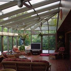 Contemporary Family Room by Solarium Montréal Inc.