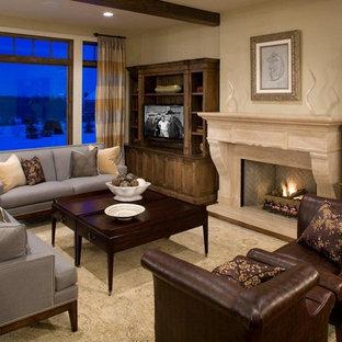 Foto de sala de estar de estilo americano con paredes beige, suelo de madera oscura, chimenea tradicional y televisor independiente