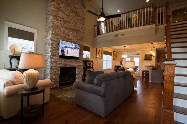Traditional Family Room by Viridian Homes