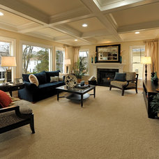 Traditional Family Room by Meridian Homes Inc.