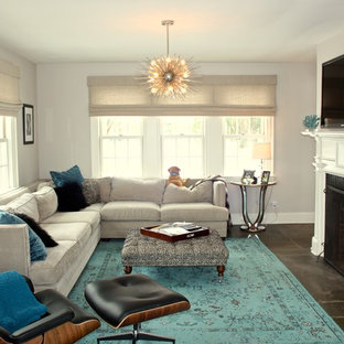 ニューヨークの中サイズのコンテンポラリースタイルのおしゃれなオープンリビング (グレーの壁、スレートの床、標準型暖炉、レンガの暖炉まわり、壁掛け型テレビ) の写真