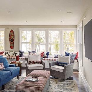 ミネアポリスの広いビーチスタイルのおしゃれな独立型ファミリールーム (白い壁、濃色無垢フローリング、暖炉なし、壁掛け型テレビ) の写真
