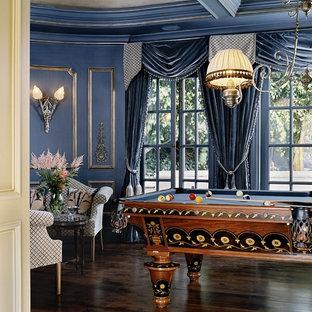Modelo de sala de estar tradicional con paredes azules y suelo marrón