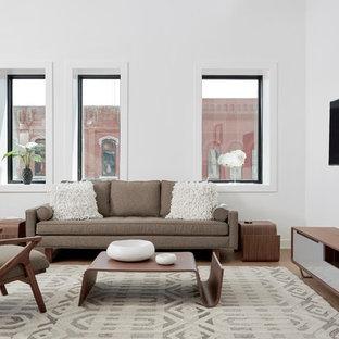 ミネアポリスの大きいコンテンポラリースタイルのおしゃれなファミリールーム (白い壁、クッションフロア、壁掛け型テレビ、暖炉なし) の写真