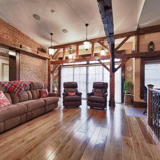 トロントの広いラスティックスタイルのおしゃれなロフトリビング (マルチカラーの壁、磁器タイルの床、暖炉なし、埋込式メディアウォール、茶色い床) の写真
