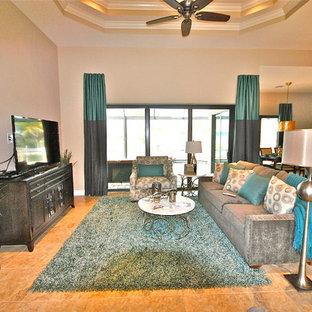 マイアミのトロピカルスタイルのおしゃれなファミリールームの写真