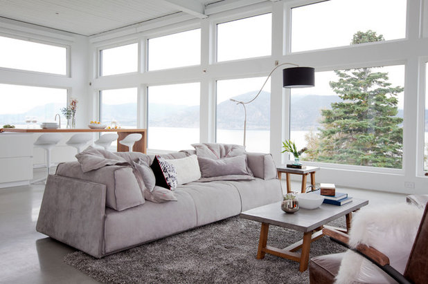 Contemporary Family Room by Ritchie Construction Ltd