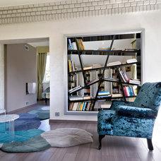 Contemporary Family Room by Müller Mónika Enteriőr