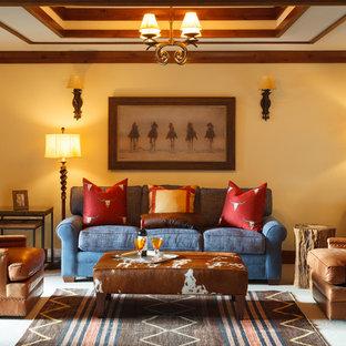 Immagine di un soggiorno american style di medie dimensioni e chiuso con moquette, nessuna TV, pavimento bianco, nessun camino e pareti beige