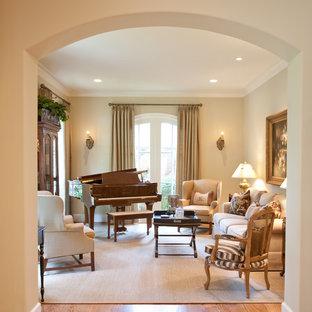 Стильный дизайн: гостиная комната с музыкальной комнатой, бежевыми стенами и паркетным полом среднего тона без ТВ - последний тренд