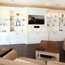 Traditional Family Room by THE KITCHEN LADY, Enriching Homes With Style
