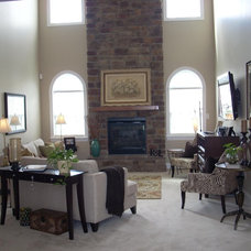Traditional Family Room by EASYdesigns
