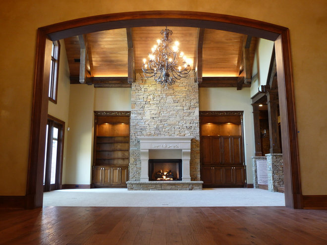 Rustic Family Room by Gabriel Builders Inc.