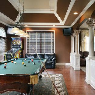 Ispirazione per un soggiorno classico con sala giochi