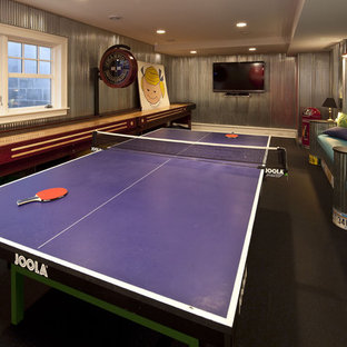 Classic family and games room in Minneapolis with a game room.