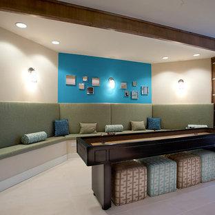 ロサンゼルスの大きいコンテンポラリースタイルのおしゃれなファミリールーム (ゲームルーム、壁掛け型テレビ、ベージュの壁、セラミックタイルの床、暖炉なし、ベージュの床) の写真
