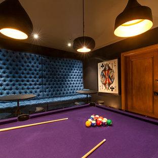 サンフランシスコの大きいインダストリアルスタイルのおしゃれなファミリールーム (ゲームルーム、青い壁、コンクリートの床、壁掛け型テレビ、グレーの床) の写真