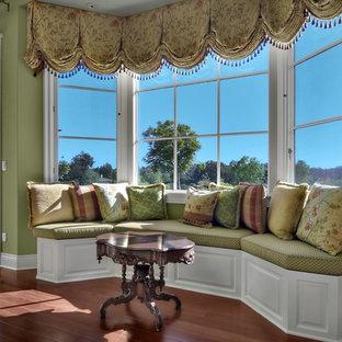 Idée de décoration pour une très grand salle de séjour tradition ouverte avec un mur vert, un sol en bois foncé, aucune cheminée, aucun téléviseur et un sol marron.
