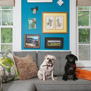 ミネアポリスのエクレクティックスタイルのおしゃれなファミリールーム (青い壁) の写真