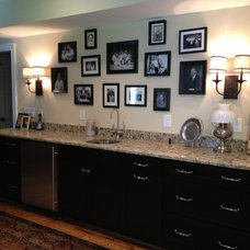 Transitional Family Room by Distinctive Designs Inc. Kitchen & Baths