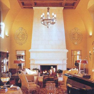 Immagine di un ampio soggiorno tradizionale aperto con pareti gialle, moquette, cornice del camino in pietra e nessuna TV