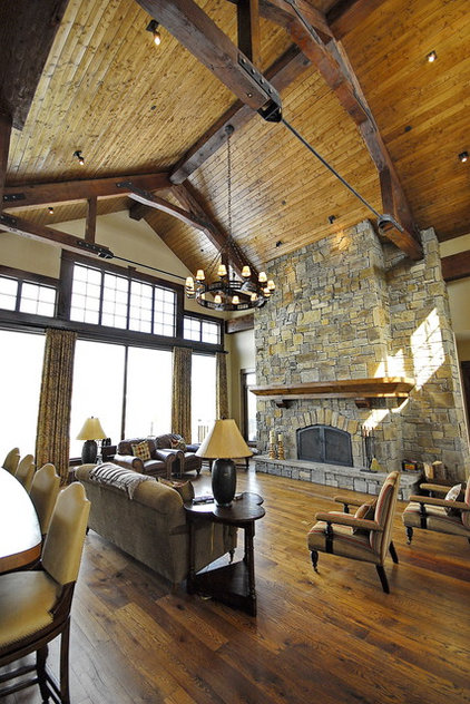 Traditional Family Room by B&B Builders