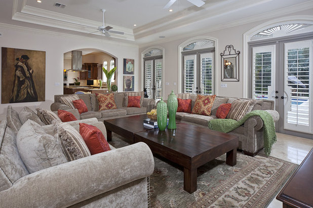Traditional Family Room by Diana Rodriguez