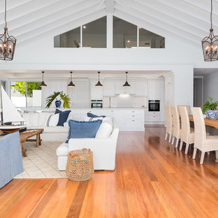 Design ideas for a beach style family room in Gold Coast - Tweed.