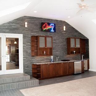 ニューヨークの大きいコンテンポラリースタイルのおしゃれなファミリールーム (ゲームルーム、白い壁、カーペット敷き、コーナー設置型暖炉、タイルの暖炉まわり、壁掛け型テレビ) の写真