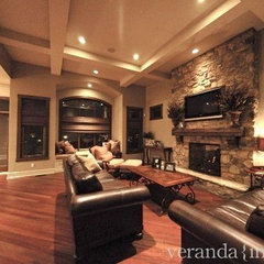 traditional family room by Veranda Estate Homes & Interiors