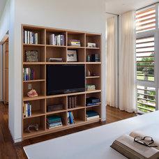 Modern Family Room by Stephen Yablon Architect, PLLC