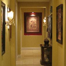 Traditional Family Room by Zainab G. Bayati