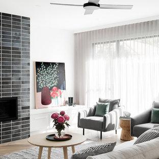 メルボルンの大きいコンテンポラリースタイルのおしゃれなオープンリビング (無垢フローリング、茶色い床、白い壁、標準型暖炉、レンガの暖炉まわり) の写真