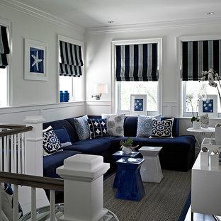 Foto di un soggiorno classico di medie dimensioni e stile loft con pareti bianche, nessun camino, TV a parete, parquet scuro e pavimento grigio