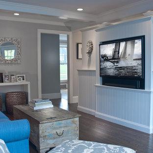 Esempio di un soggiorno classico di medie dimensioni e chiuso con pareti grigie, parquet scuro, nessun camino e parete attrezzata