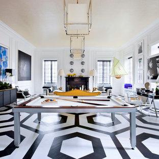 Ispirazione per un soggiorno contemporaneo con sala giochi, pareti bianche, pavimento in legno verniciato e pavimento multicolore