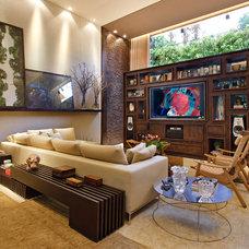 Eclectic Family Room by Eduarda Correa Arquitetura & Interiores