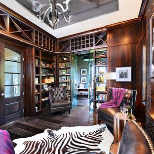 Idées déco pour une grande salle de séjour avec une bibliothèque ou un coin lecture contemporaine fermée avec un sol en bois foncé, aucune cheminée, aucun téléviseur et un sol marron.