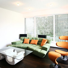 modern family room by WELISCH + ENGL GmbH