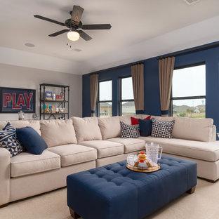 Foto de sala de estar clásica, grande, con paredes azules, moqueta y suelo beige