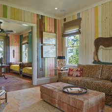 Traditional Family Room Houzz Tour: Memory House