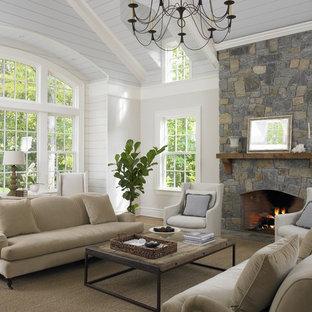 ニューヨークのトラディショナルスタイルのおしゃれなファミリールーム (ベージュの壁、標準型暖炉、石材の暖炉まわり) の写真