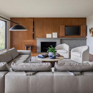 ポートランドの大きいコンテンポラリースタイルのおしゃれなファミリールーム (白い壁、無垢フローリング、標準型暖炉、コンクリートの暖炉まわり、内蔵型テレビ) の写真